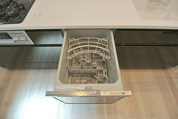 【【食洗機】】手洗いよりも経済的で家計に優しい「ビルトイン食洗機」が標準装備なのはママの強い味方ですね。