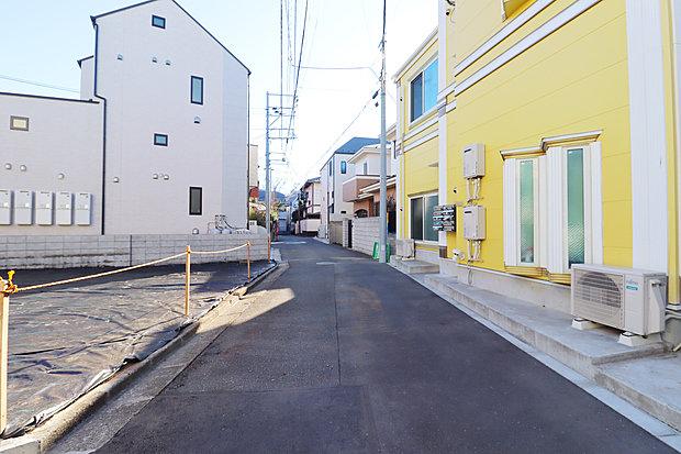 【前面道路】業務用スーパーが徒歩12分の距離ございます。駐車場完備なのでたくさんお買い物した日も安心ですね!