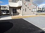 2号棟駐車場 広々とした敷地はお車3台駐車可能です!お客様も遊びに来やすいですね。