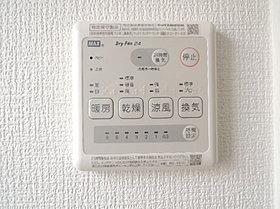 雨の日も洗濯物を干せる浴室暖房乾燥機。