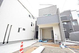 閑静な住宅に佇む新築住宅