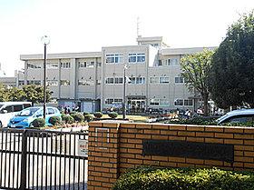 中央小学校 約660m(徒歩9分)