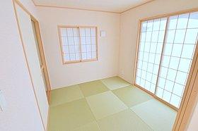 リビングとの続き間には和室を配置。