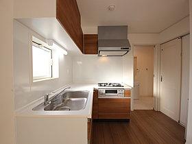 L型のキッチンはスムーズな家事動線を可能にするスタイル