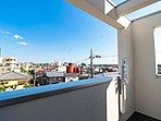 開放的で気持ちの良い眺望と青い空を満喫できます。