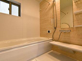 雨の日やお急ぎの洗濯物に便利な浴室乾燥機能付