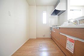 機能性とデザイン性を兼ね備えたシステムキッチン(6号棟)