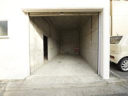 大切なお車を雨や風から守ってくれる地下車庫付です。