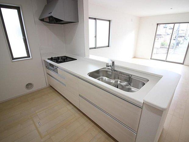 同社施工事例 対面式のキッチンは家族を見守りながらお料理できる『見守りキッチン』♪