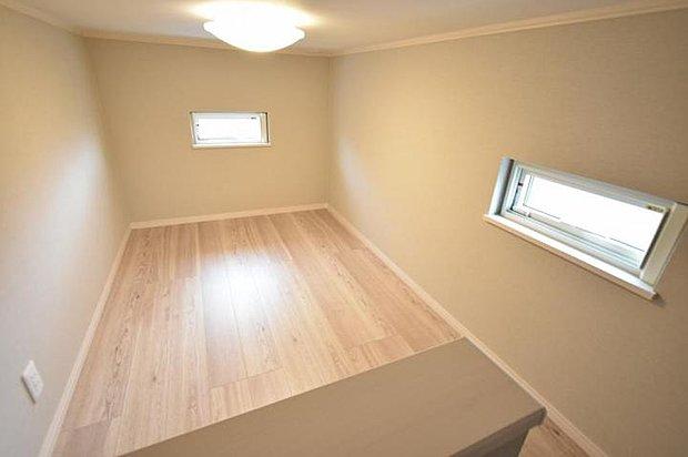 【小屋裏収納】豊富な収納スペースですっきりとした暮らしを