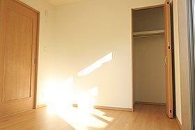 納戸ですが陽の光が差し込みます