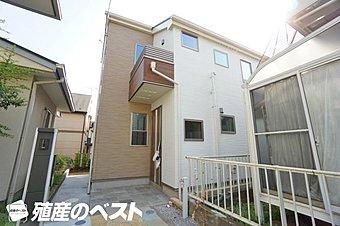 住環境良好な立地に新築分譲の邸宅ができました。