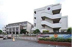 香芝中学校:徒歩20分/約1,540m