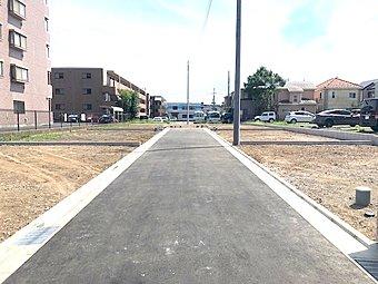 駅より徒歩12分の立地に全8区画の大型分譲地の誕生です。