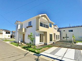 〔7号棟 現地外観写真〕明るくて穏やかな見た目が特長的な南欧風のお家です♪