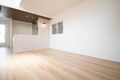 <快適さを追求した新築戸建>太陽に愛された邸は、陽当り・通風に優れた魅力的で快適さを追求した新築戸建です。ここに住むからこそ意味がある。そんな特別感に浸りながら、毎日をお過ごしして欲しいです。,2SLDK,面積96.43m2~97.65m2,価格4580万円,京浜東北線「北浦和」駅 徒歩9分,高崎線「浦和」駅 バス16分 元町下車 停歩3分,埼玉県さいたま市浦和区元町3丁目