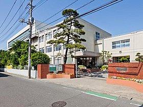 戸塚中学校 距離880m