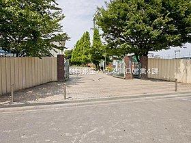 新曽中学校 距離400m。徒歩5分。