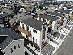 閉静な住宅街にデザイナーズ住宅堂々デビュー。残り2棟