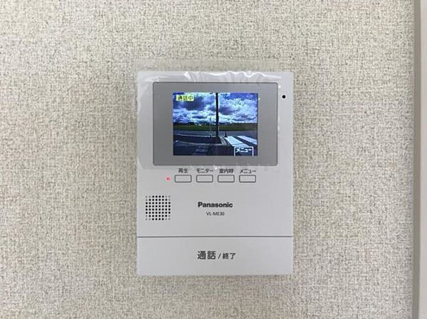【カラーモニターインターホン】留守中の来客も確認できる録画機能付き。手動録画も可能で防犯上も便利です。