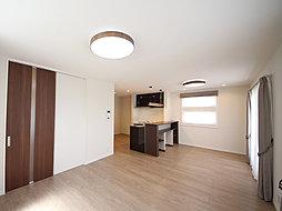 ワイド間口&全室フローリング・明るい洋室続間のある住まい