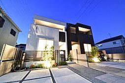 風通しと採光を考慮した光あふれる邸宅。個性を感じる端正なフォルム。 洗練されたモダンスタイリッシュな外観デザインです。(T-4、T-5)