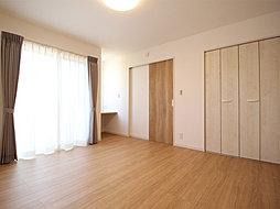 オフィスやアトリエ・サロンなどにも使える1階8.5帖居室