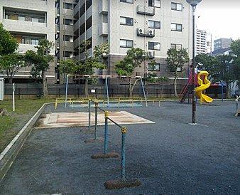 お近くに公園は複数個所ございます。