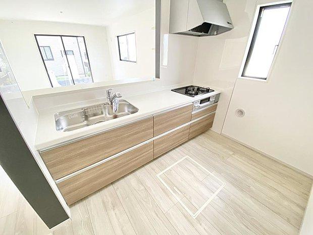 ■キッチン 見通しの良いオープンキッチンになっています♪子供達もいつもママのそばにいられる安心感が生まれる設計になっているので、小さなお子様がいるご家庭にもピッタリです♪