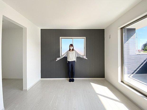 ■ベッドルーム アクセントクロスでホテルのような落ち着いた空間を演出したベッドルーム♪ 大容量のウォークインクローゼット付きです。