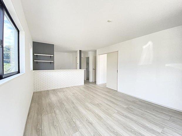 【リビング】■リビング 16.2帖のひろびろリビングダイニング(*^^*)大きなソファーや家具を置いてもゆとりのある空間です♪