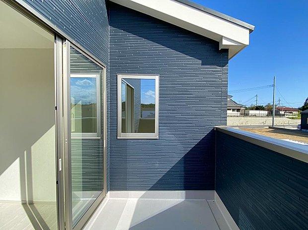 【バルコニー】■インナーバルコニー 共働きのご家庭に嬉しい屋根付きバルコニー!急に雨が降ってきても安心です♪