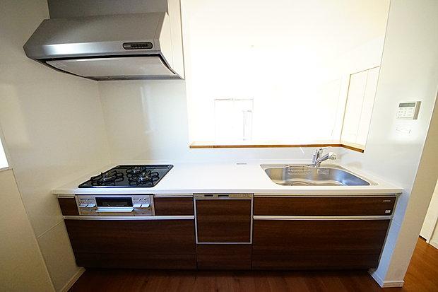 きれいなシステムキッチンは毎日のお料理も楽しくなりそうです
