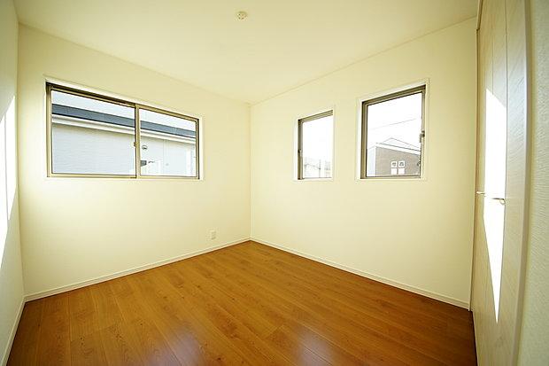 【洋室】洋室5.2帖お子様の居室としても使いやすい仕様になりました