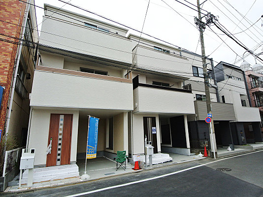 小金井市東町4丁目の3階建て住宅