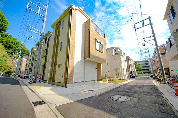 幼稚園、小・中学校10分圏内、2駅徒歩圏