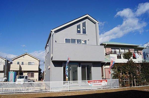 閑静な住宅地に建つロフト付きの家