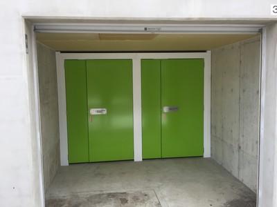 シロクマトランク バイクガレージ 市電東屯田バイクガレージ