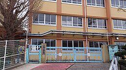 小学校神戸市立 小部小学校まで678m