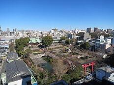 洋室からの眺望(亀戸天神社)