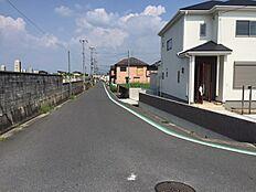 全面道路も広く閑静な住宅街です。