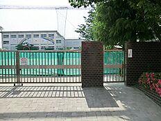 本木小学校 650m