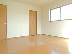 2階9帖洋室。...