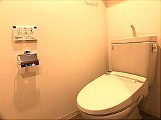 トイレ トイレは暖房便座付。いつも使うトイレだからこそ、こだわりたいポイントですね。