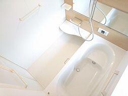 リフォーム済 浴室 ユニットバス交換 1坪に拡張しました 浴槽内はベンチ付き、ベンチに足をのせてゆったりバスタイム ベンチに座って半身浴、体の中の老廃物が排出され新陳代謝もアップできます