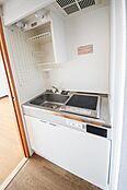 明るく清潔感あふれるキッチン 平成27年6月に室内リフォーム済み