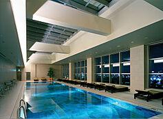 プール付のマンションです。優雅な休日をお過ごし下さい