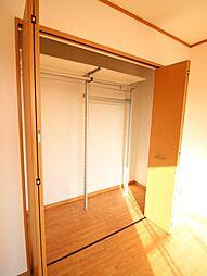 二階洋室収納。