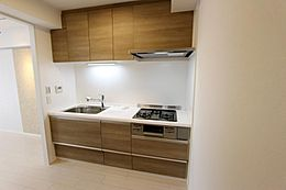 明るく清潔感あふれるキッチン