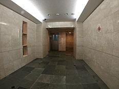 エレベーターホール 防犯カメラ設置してあります。